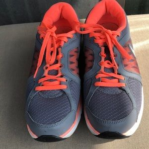 Nike Women size 8.5 grey and orange.